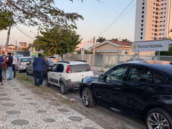 Vereadores oficializam na Polícia Federal denúncia contra secretário de Saúde de Feira