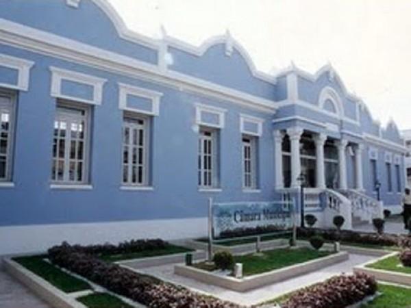 Câmara de Vereadores volta às atividades com polêmica e caras novas
