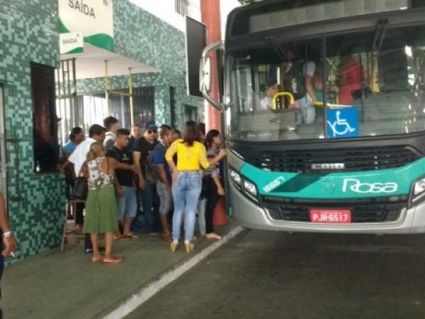 Ônibus não param nesta terça (26); rodoviários aceitam acordo com empresas
