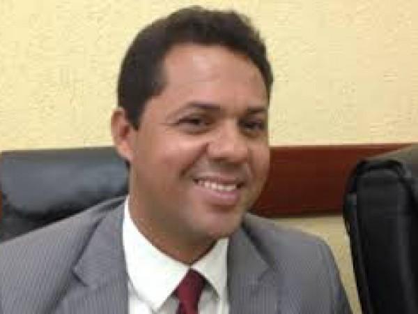Ex-petista assume a Secretaria Municipal de Educação de Feira