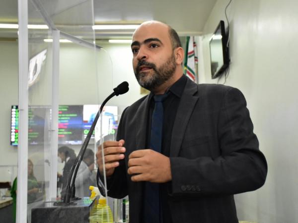 Prefeitura de Feira deve contratar estagiários, sugere governista