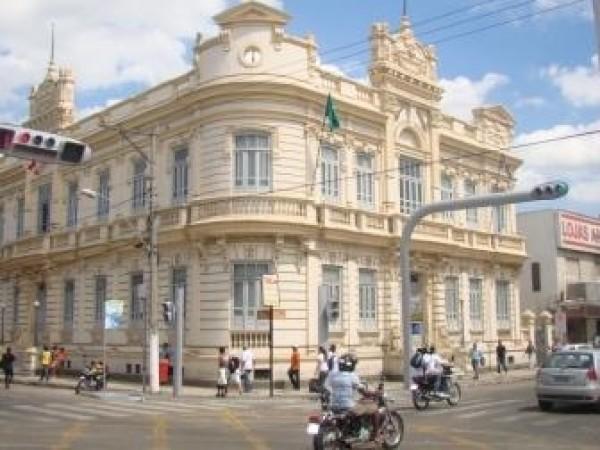 Tribunal aprova contas da Prefeitura de Feira, mas determina apuração em contratos com cooperativas