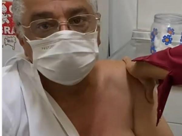 Ex-prefeito de Feira de Santana é vacinado contra a covid-19