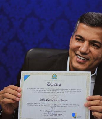 Riachão do Jacuípe: prefeito Carlinhos Matos apresenta secretariado