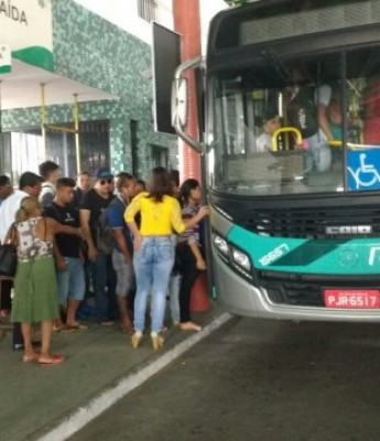 Ônibus voltam a circular nesta sexta (22); segunda-feira (25) podem parar novamente