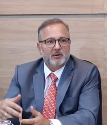 Secretário de Rui Costa desmente deputado Zé Neto e repreende vacinação antecipada sem autorização em Feira